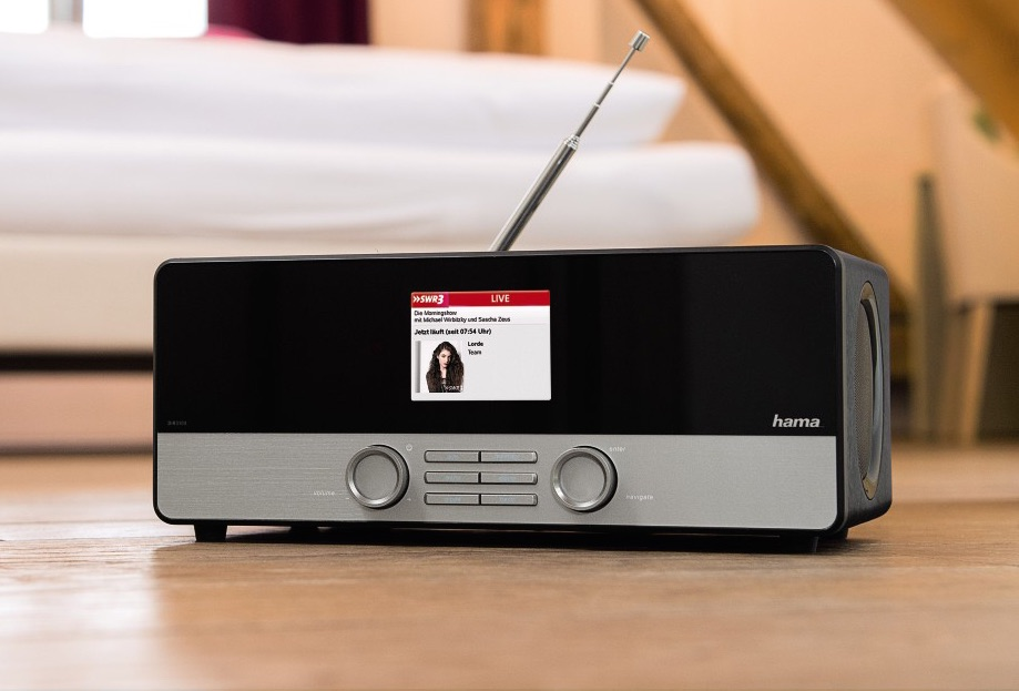 Internetradio im klassischen Design, das Hama DIR3100 (Bild: Hama.com)