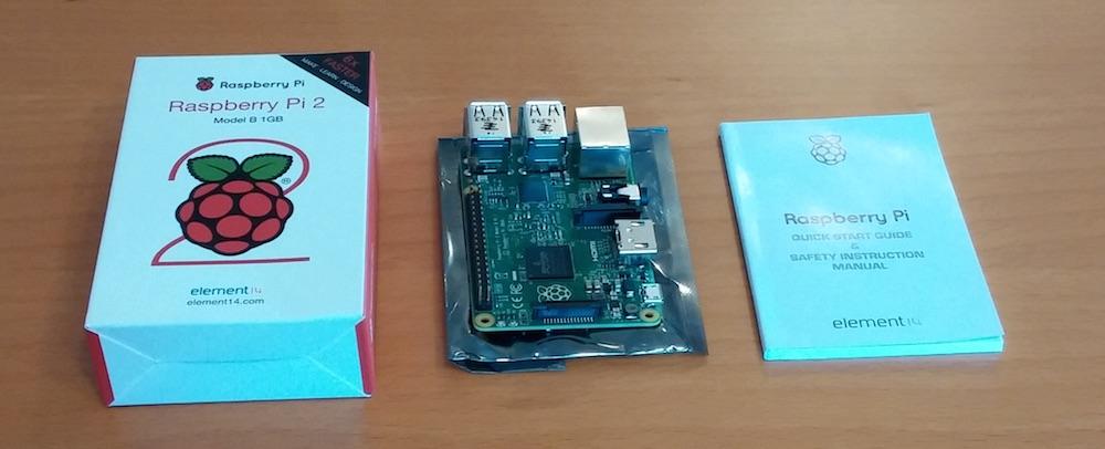 Der Raspberry Pi 2 ist noch kleiner, als die Verpackung vermuten lässt (Bild: Copyright Benjamin Blessing).