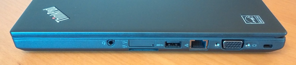 Recht Seite mit Kensighton Lock, VGA, Ethernet, USB 3.0, SIM-Slot und SD-Karte sowie Kopfhörer-Ausgang (Bild: Copyright Benjamin Blessing).