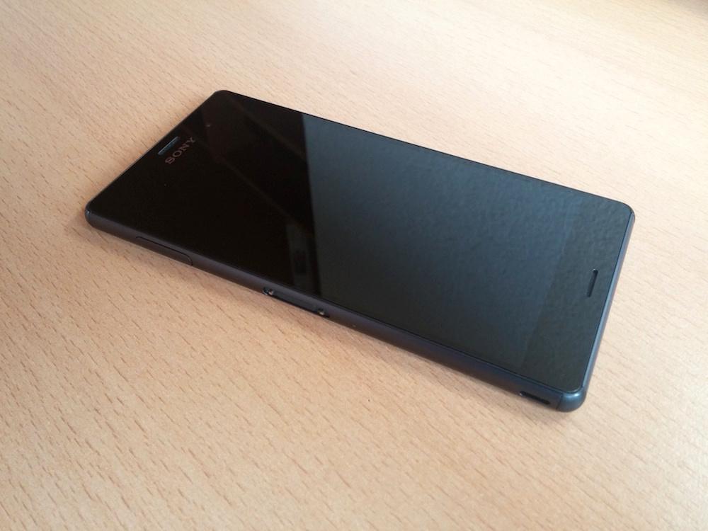 Vorderseite des Sony Xperia Z3 (Bild: Copyright Benjamin Blessing).