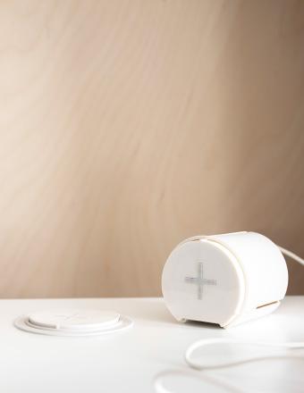 IKEA Funkladestation die in beliebige Möbel integriert werden kann (Bild: IKEA).