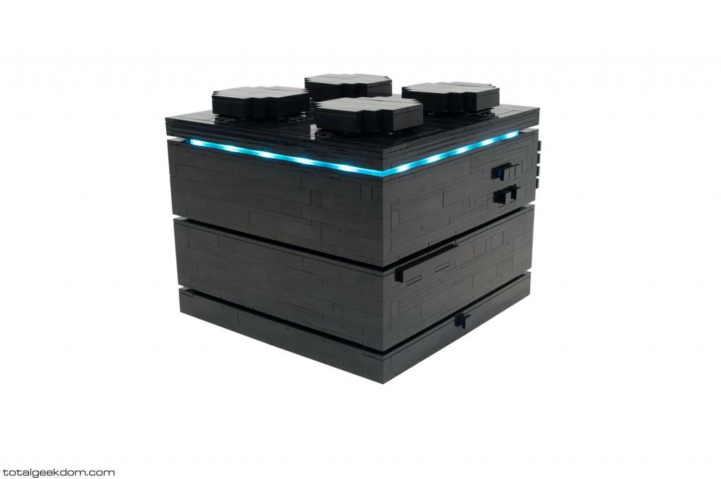 LEDs sorgen für das gewisse Extra im LEGO Computer (Bild: TotalGeekdom.com).