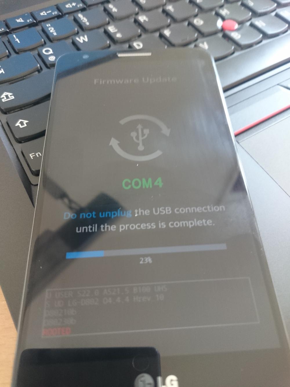 LG G2 beim Aufspielen der Stock Android Firmware (Bild: Copyright Benjamin Blessing).
