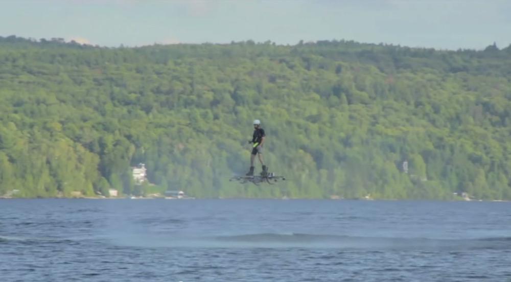 Flug mit einem Hoverboard für das Guinness Buch der Rekorde (Bild: Screenshot YouTube).