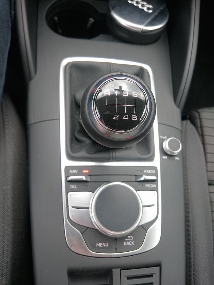 Die Mittelkonsole in der Audi A3 Limousine (Bild: Benjamin Blessing).
