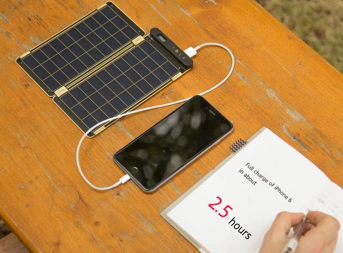 Die 5W Version des Solar Papers soll ein iPhone 6 in etwa 2,5 Stunden aufladen (Bild: Kickstarter).