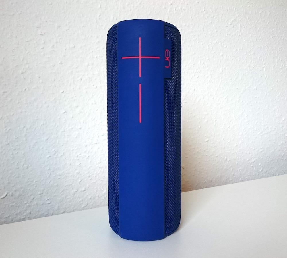 Den UE Megaboom gibt es in blau, rot, schwarz und lila (Bild: Benjamin Blessing).
